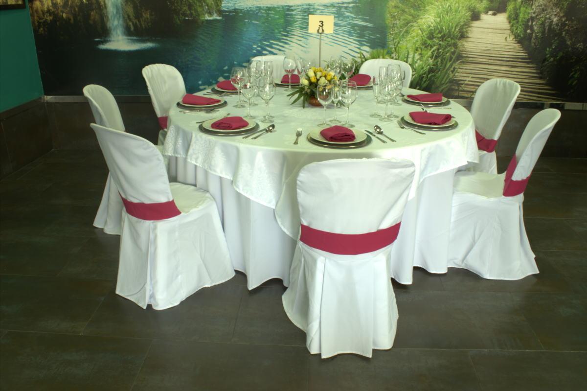 Alquiler material hosteler a en sevilla alquiler de for Mesas y sillas para xv anos