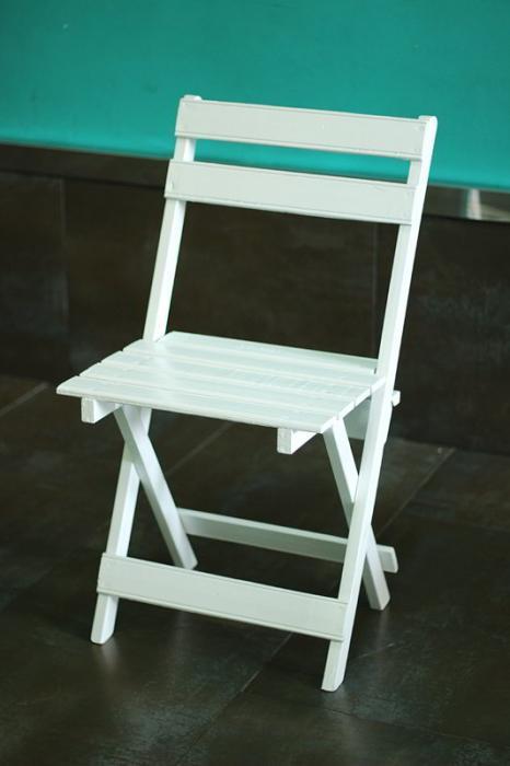 Alquileres la carpa alquiler de sillas y mesas para for Silla madera blanca